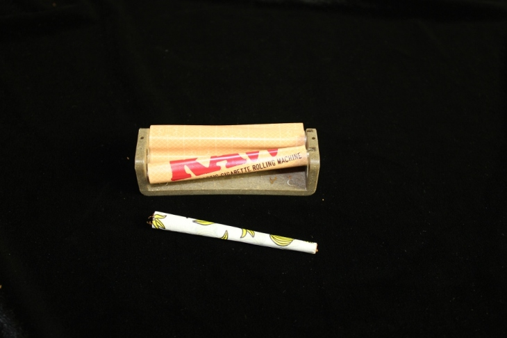 How To Roll A Joint With Raw S Cigarette Rolling Machine